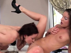 Sweet Teenie Is Geeting Peed On And Splashes Wet Snatch