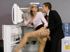 Bimbo gets Mouth Fucked at the Office
