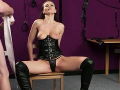 Kinky honey gets sperm shot on her face swallowing all the c