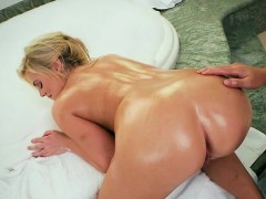 Blondie Katy Jayne Gets A Massage And Fingering