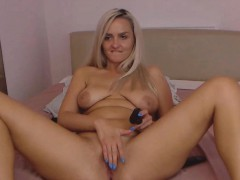 Busty Big Butt Mommy Enjoys Anal And Cunt Toying